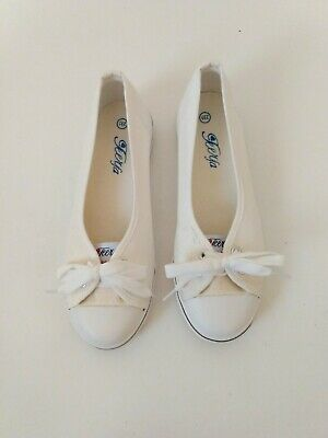 Womens White Slide On Canvas Rubber Cap Toe Sneakers size 6-5