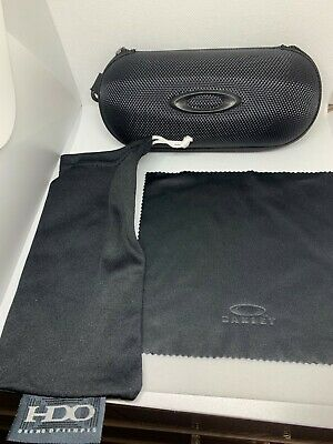 Brand New Oakley sunglasses Hard Zipper Case w cleaning cloth and dust bag