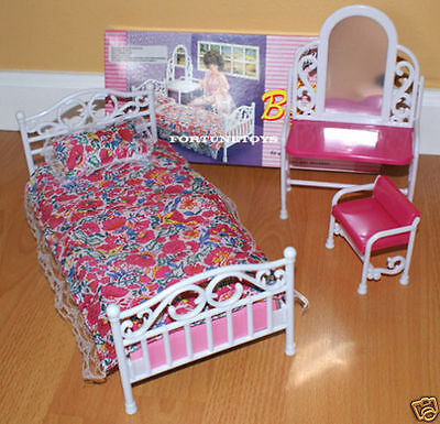 GLORIA FURNITURE BEAUTY BEDROOM WMIRROR PILLOW PLAYSET FOR BARBIE DOLLHOUSE