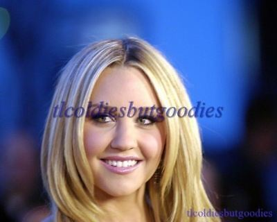 AMANDA BYNES EVENT HEAD SHOT LOOKS SIDE WHAT A GIRL WANTS ACTRESS PHOTO 0129