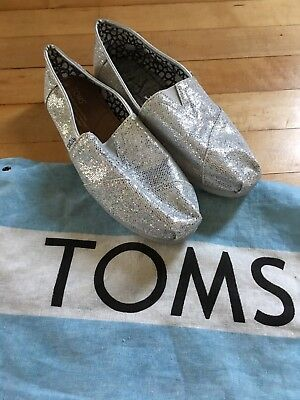 Womens TOMS Silver Sparkle Size 7 Slip On Casual Shoes  Read