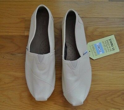 NWT Womens TOMS Natural Canvas Slip On Shoes Size 8-5