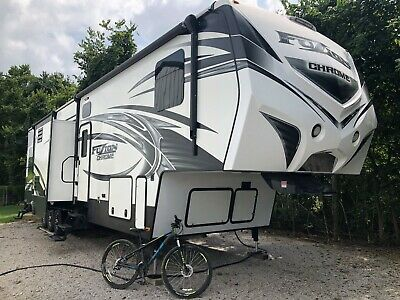 2015 Fuzion Chrome Toy hauler RVModel 390 Excellent Condition no trades firm