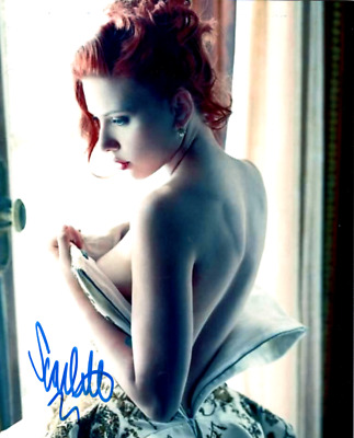 Scarlett Johansson signed 8 X 10 photoSuper Hot Pic signed in person