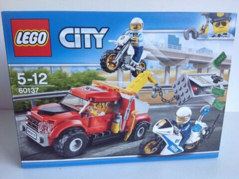 LEGO CITY TOW TRUCK TROUBLE SET 60137 POLICE WITH 3 MINI FIGURES NEW BOXED SET