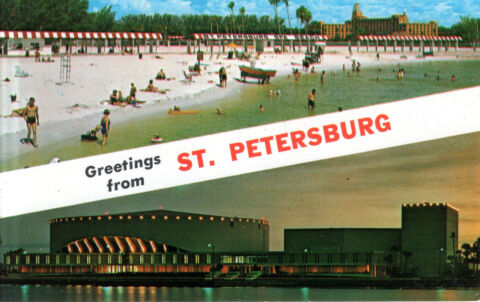 USA FLORIDA ST PETERSBURG SPA BEACH SEEN IN THE BACKGROUND VINOY HOTEL