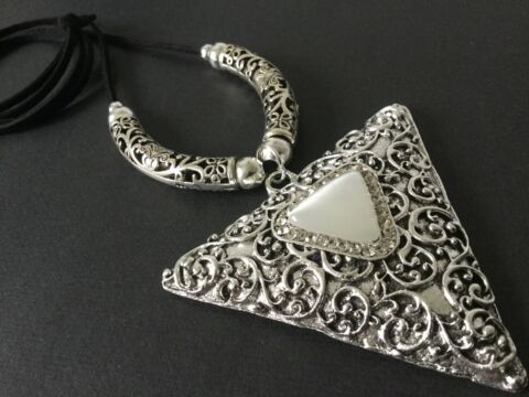 HUGE STATEMENT TRIANGLE MOTHER OF PEARL PENDANT ON LONG SUEDE NECKLACE LAGENLOOK