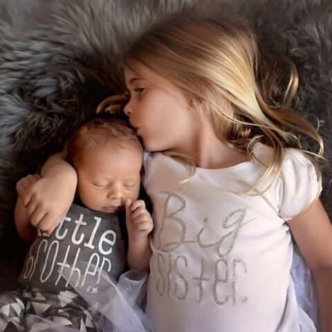 PASSENDE BAUMWOLLKLEIDUNG BIG SISTER T SHIRT LITTLE BROTHER STRAMPLER OUTFIT SET