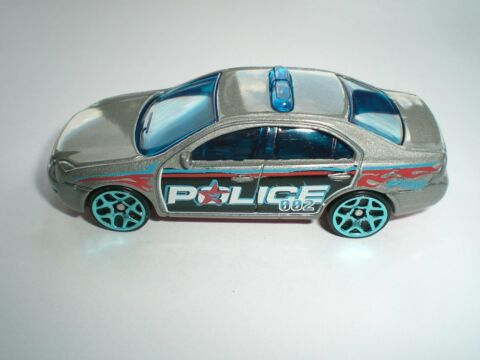2017 HOT WHEELS FORD FUSION IN 1 64 POLICE CAR