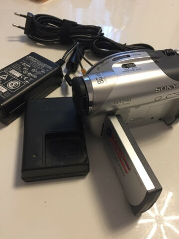 SONY HANDYCAM DCR DVD105 MINI DV CAMCORDER 800X DIGITAL ZOOM