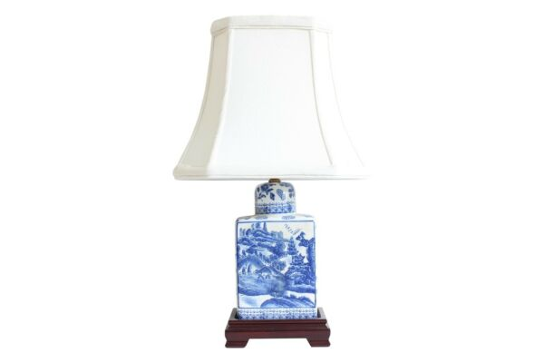 Beautiful Blue and White Blue Willow Porcelain Tea Caddy Table Lamp 17.5