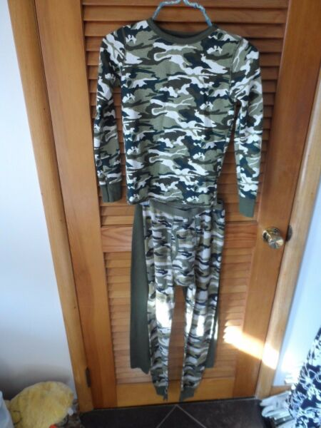 Kids  camouflage long underware/ pajama top and 2 pants size L /XL