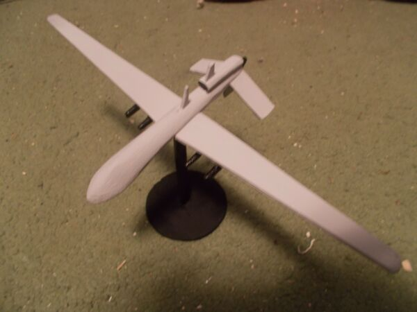 Built 1/72: American GENERAL ATOMICS MQ-1C GREY EAGLE Drone Aircraft