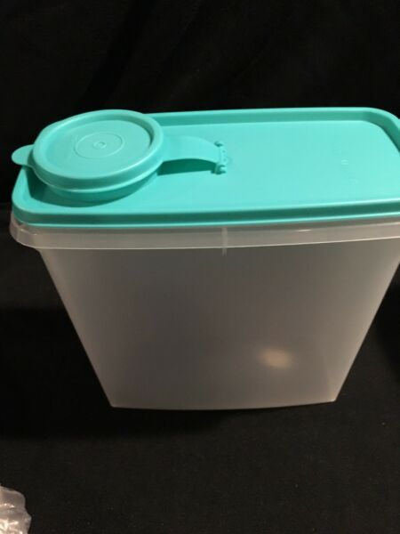 Tupperware Cereal Storer 13-cup NEW light green SEAL