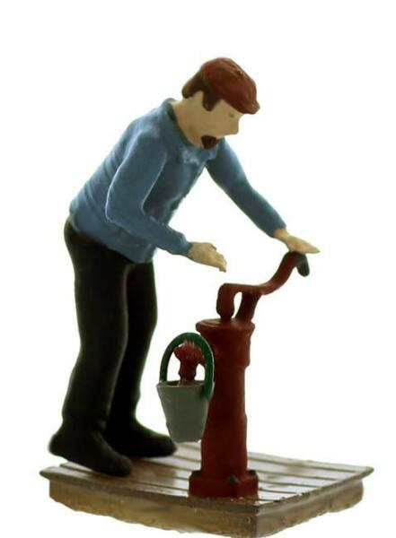 In Action Pumping Water complete set figure pump pail comes Finished O Scale