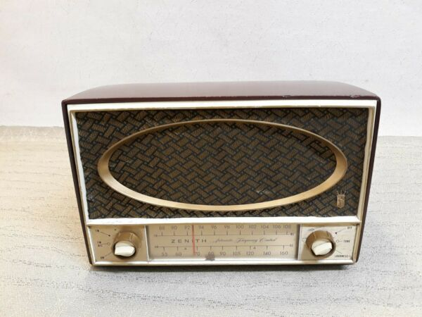Vintage zenith automatic frequency control tube radio