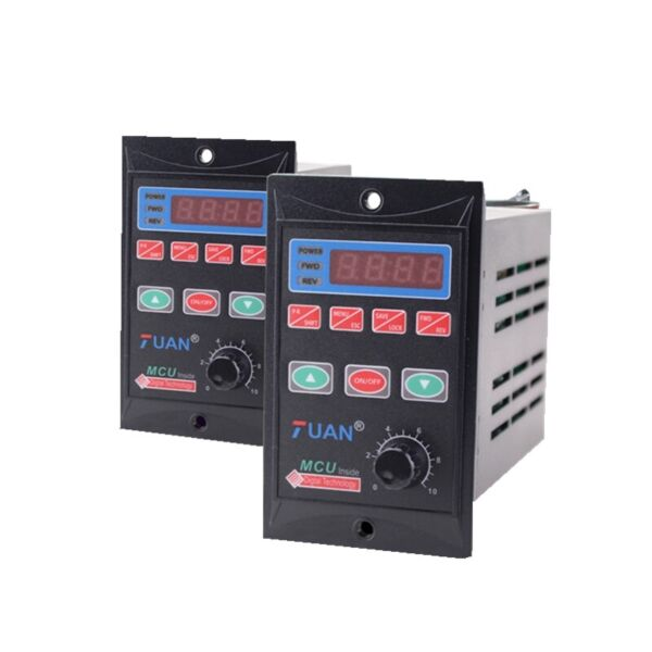 AC110220V Single Phase Frequency Converter 1HP 750W VFD 3 Phase Output 110220