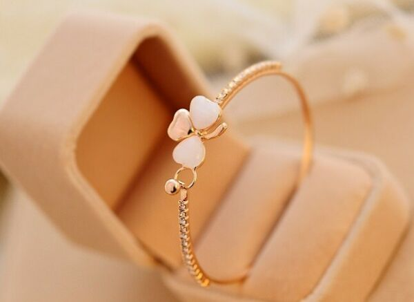 Woman luxury small peach Bracelet opal bracelet $4.00