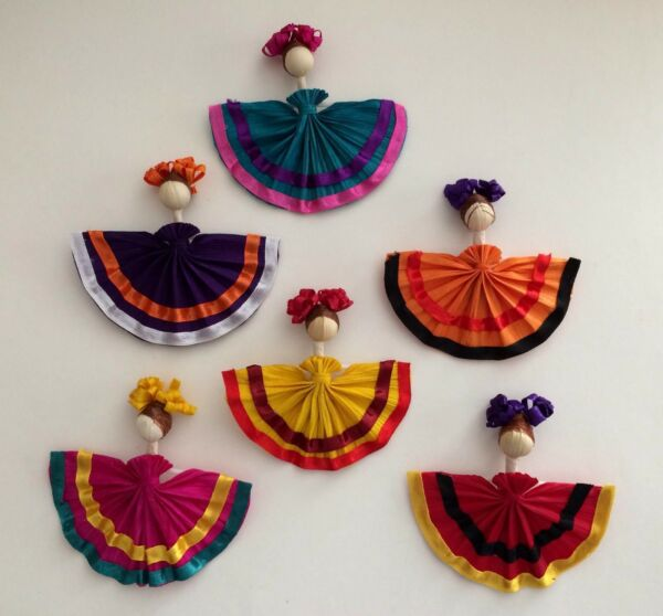 Set of 4 magnets. Hand Made In Mexico. Made Of Corn Husk.