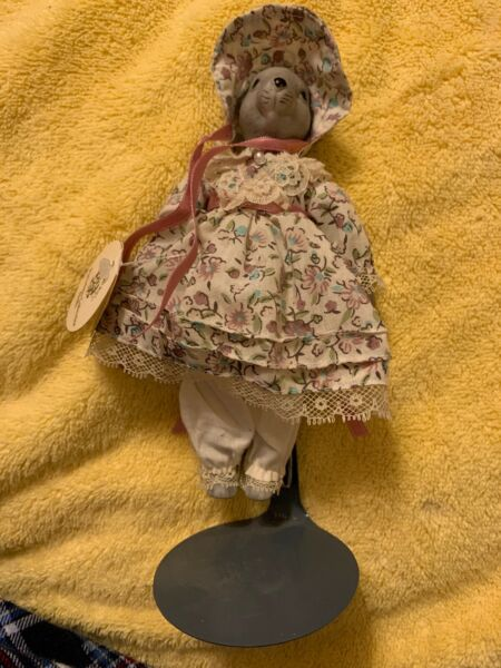 PORCELAIN COLLECTOR DOLLS BY HOUSE OF GLOBAL ART- MOUSE IN DRESS-NEW Christmas