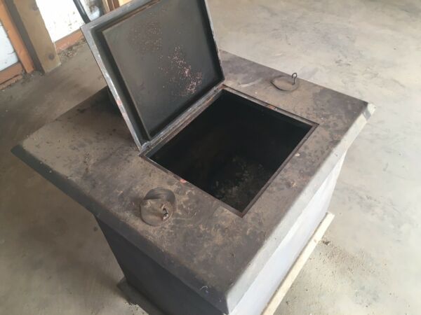 Top Loading Used Wood Stove Heater Black and in Excellent Condition $259.00