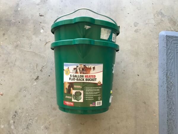 Farm Innovators 5 Gallon Heated Feed bucket (2)