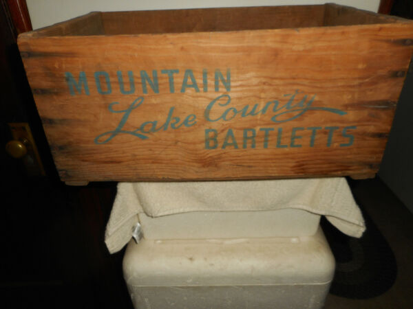 MOUNTAIN LAKE COUNTY BARTLETT PEAR Wood Wooden PRODUCE CRATE BOX ADVERTISING