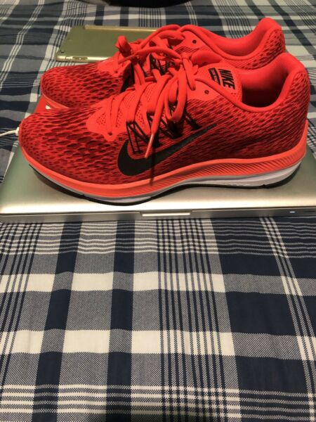 NIKE WOMENS ZOOM WINFLO 5 RUNNING SHOES Size 8.5W Brand New !!