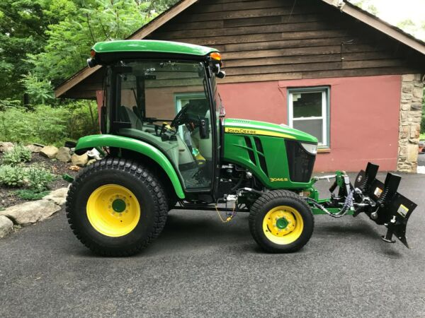 John Deere 3046 R Tractor 2017 With Snow Plow & Snow Blower