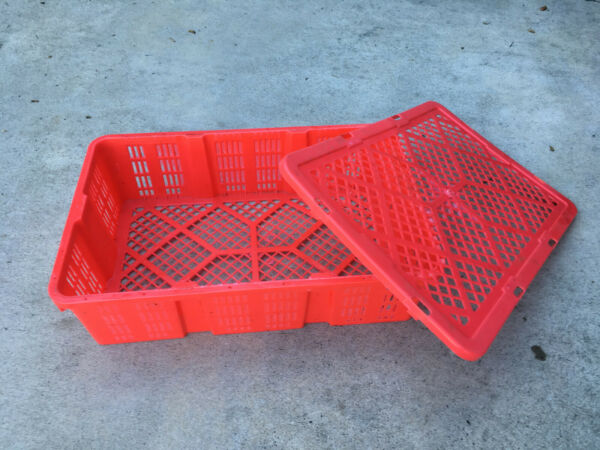 100 Plastic Stackable Crates Baskets Containers with Covers 17.5