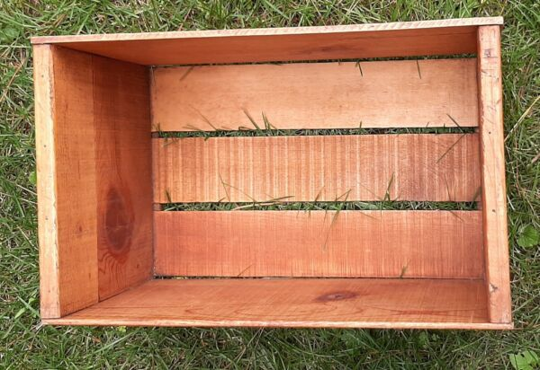 VINTAGE WOOD CRATE MARKED DELICIOUS WASH FANCY
