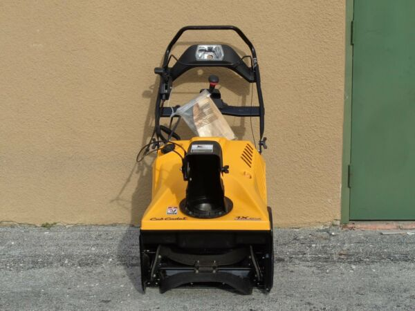 CUB CADET 1X 21 IN. 208 CC SINGLE STAGE ELECTRIC START GAS SNOW BLOWER