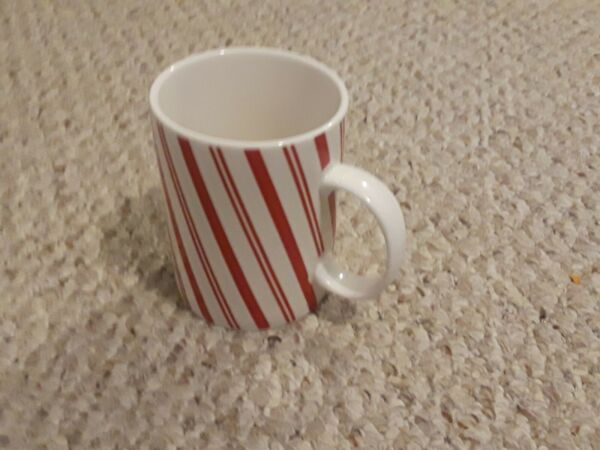 LARGE CRATE amp; BARREL RED AND WHITE STRIPED CANDY CANE CHRISTMAS MUG NWOT