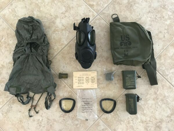 U.S. Army M17 A2 Gas Mask 1982 with Carrying Case and Accessories