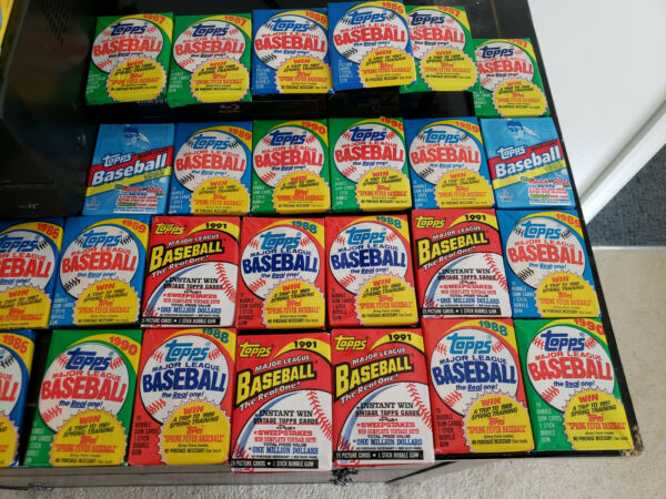 LOT OF 100 PLUS TOPPS VINTAGE BASEBALL CARDS IN 7 SEALED WAX PACKS