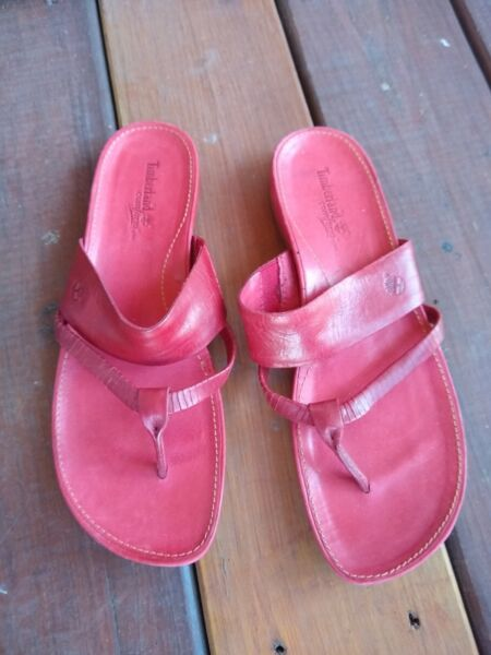 Women#x27;s Timberland Sandals Size 11M Red $19.00