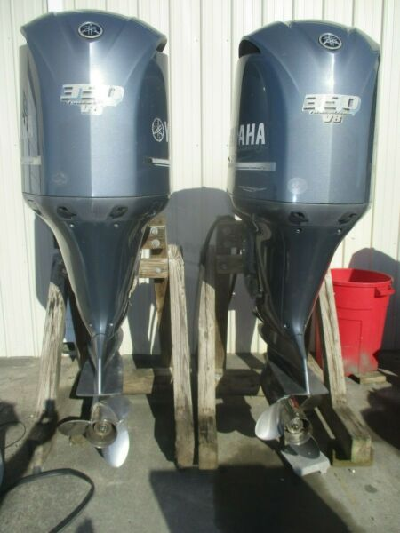 2008 Yamaha 350hp 4 stroke 25quot; Counter Rotation and standard outboard motor pair $18000.00