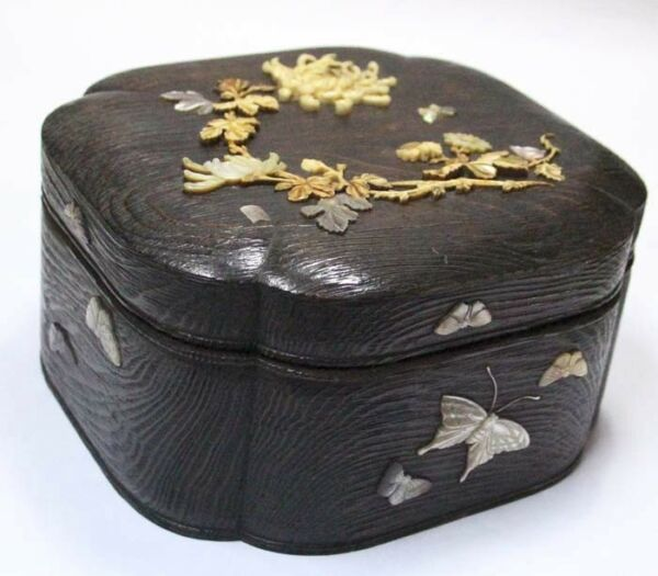 Very antique Japan wooden box mother of pearl butterfly flowers signed