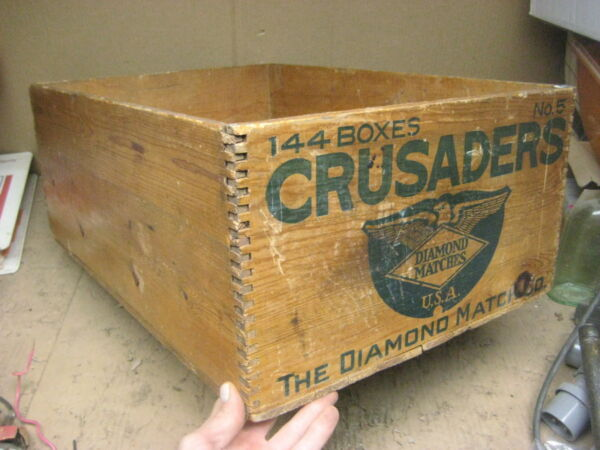 vintage antique crate wooden CRUSADER Diamond Matches NICE 24x16x9 dovetail