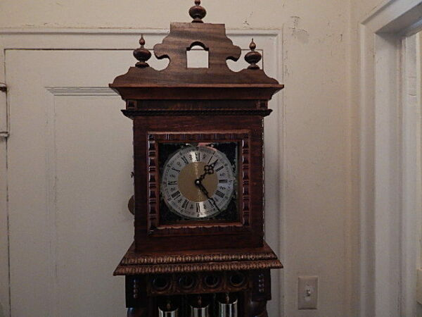 HERMLE 451-050 MOVEMENT STANDING BLACK FOREST WOOD CLOCK RUNS GOOD LOCAL PICK UP
