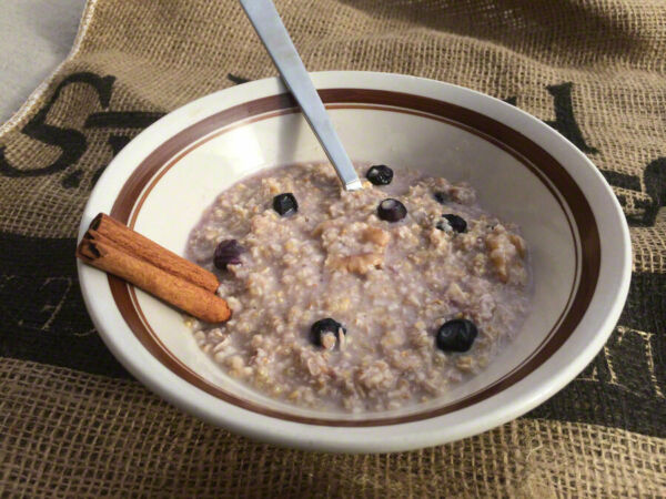 Backpacker#x27;s Pantry Organic Blueberry Walnut Oats and Quinoa: 1 Serving