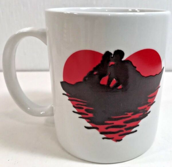 Coffee Mug Wondermugs USA Valentine Red Heart I Love You Kiss Man Woman Ocean