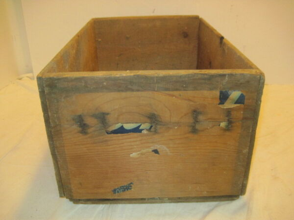 J 11 OLD WOOD-WOODEN PEAR PRODUCE APPLE NO LABLE BOX CRATE