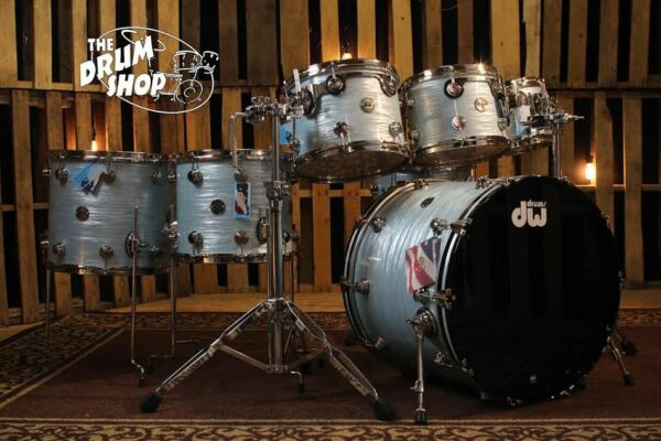 DW Contemporary Classic Drum Set Pale Blue Oyster with Nickel Hardware