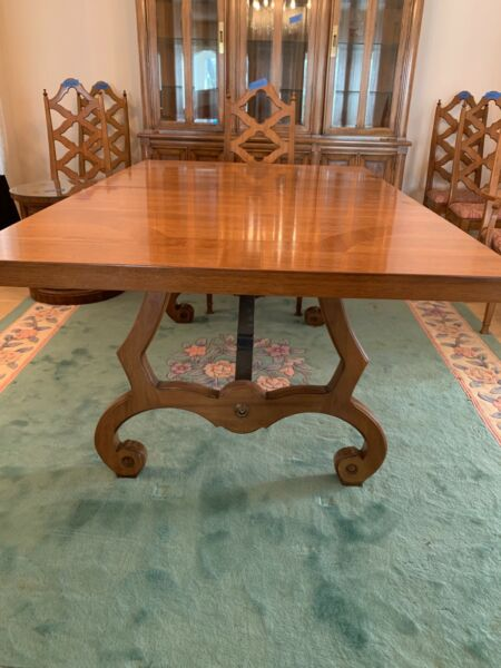 Thomasville Dining table 3 leaves covers 6 chairs - 1964 vintage copyright