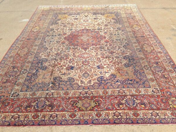 Large  11' x 15' place-size Antique collector
