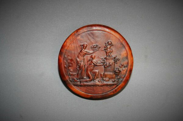 Antique An Exceptional Quality C19th Burr wood Treen Snuff Box