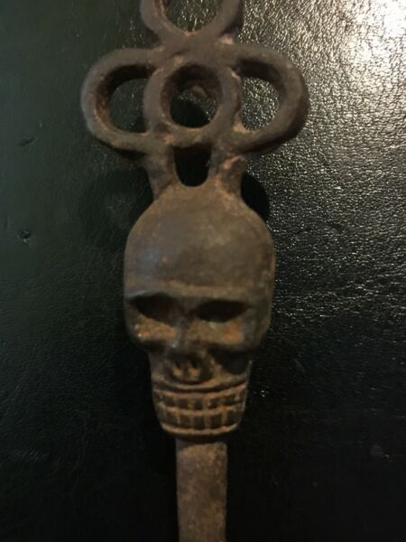 Awesome Victorian Skull Key Vintage Antique style Heavy Cast Iron Metal Sm G Vg
