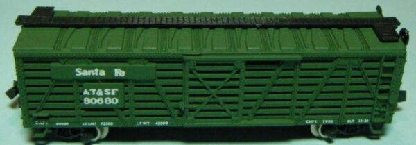 N-SCALE-TRIX (AUSTRIA) SANTA FE 50 FT STOCK CAR-DK GREEN-LOOSE–VERY GENT USED