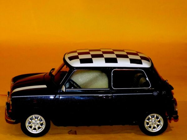MINI COOPER MK6 CHECKERED FLAG BANDIERA SCACCHI '69 PREMIUM CLASSIXXS 10355 1:12
